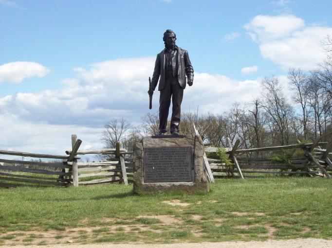 statue-868777_1920